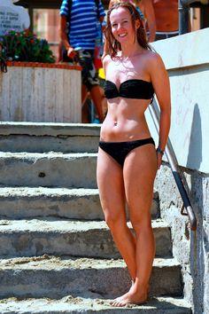 Strandtag in Alassio an der ligurischen Küste von Italien Bikinis, Swimwear, Fashion, Northern Italy, Holiday Pictures, Beautiful Places, Bathing Suits, Moda, Swimsuits