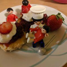 Když mají naši kluci chuť na lívance, tak si povolají Igráčka kuchaře, který jim výborné lívance uvaří. Pancakes, Breakfast, Food, Morning Coffee, Essen, Pancake, Meals, Yemek, Eten