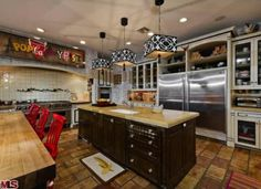 Christina Aguilera's kitchen. #celebritykitchens
