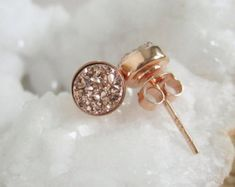 Artículos similares a Rose oro collar Druzy con drusa cuarzo 14K oro relleno cadena cierre de palanca en Etsy