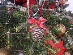 Zapfen mit rot Goldener Schleife  Christbaum Schmuck Christmas Wreaths, Christmas Ornaments, Christen, Holiday Decor, Home Decor, Bow, Trees, Red, Jewlery