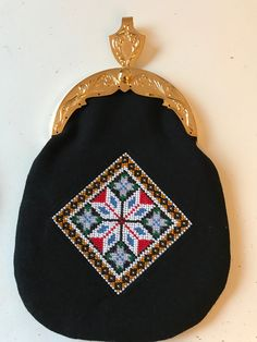 Made by Inger Johanne Wilde, pattern and beading😊 Betta, Traditional Outfits, Cross Stitching, Norway, Bridal Dresses, Beading, Coin Purse, Costumes, Purses