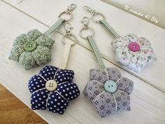 ReGatto: I love citrulli! Cushion Tutorial, Rose Tutorial, Fabric Crafts, Sewing Crafts, Sewing Projects, Felt Keyring, Keychains, Patchwork Quilt, Japanese Bag
