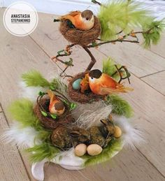Why You Should Let Your Kids Make Their Own Christmas Decorations – Get Ready for Christmas Outdoor Christmas Decorations, Christmas Crafts, Holiday Decor, Christmas Christmas, Bird Nest Craft, Easter Flower Arrangements, Teacup Crafts, Diy Ostern, Deco Floral