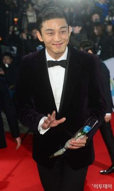 Yoo Ah In - Man of the Night Winning Best Actor at the 36th Blue Dragon Film Awards | A Koala's Playground #yoo ah in