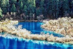 Бирюзовое озеро, парк Цзючжайгоу, Китай.