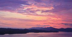 Skrivebordsbakgrunn: Solnedgang i pastell / Pastel sunset Pastel Sunset, Pretty Pictures, Pretty Pics, Pillow Sale, I Wallpaper, Cotton Fabric, Tapestry, Clouds, Throw Pillows