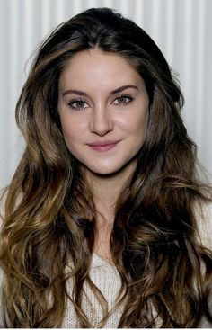 2017 Shailene Woodley Two-Tone Long Wavy Hairstyles Shailene Woodley, Long Wavy Hair, Long Layered Hair, Long Curly, Stylish Hair, Curly Hair Styles, Hair Cuts, Sexy, Wavy Hairstyles