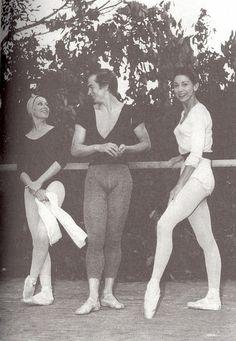 Rudolf Nureyev, Margot Fonteyn and Yvette Chauvire, in Ballet Images, Dance Images, Ballet Photos, Dance Photos, Dance Pictures, Vintage Dance, Vintage Ballet, Modern Dance, Famous Ballet Dancers