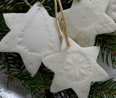 ozdoby na choinkę z suchej porcelany Xmas Crafts, Diy And Crafts, Christmas Decorations, Christmas Ornaments, Holiday Decor, Christmas Time, Merry Christmas, Christmas Ideas, Kirigami