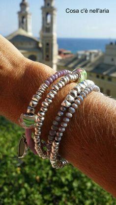 Bracciale realizzato con filo in acciaio armonico, lycra colorata, perline in argentone greco, cristalli e murrine.