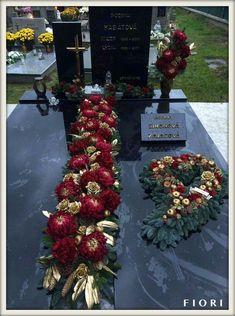 Arrangements Funéraires, Tropical Flower Arrangements, Funeral Flower Arrangements, Christmas Arrangements, Christmas Centerpieces, Funeral Bouquet, Funeral Flowers, Grave Flowers, Cemetery Flowers