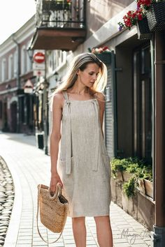 Linen pinafore dress Visby is the perfect summer staple. Style it over a t-shirt or wear it alone. Available in various color options> Jumper Dresses: 15 Outfit Ideas and Options to Shop Now Short Summer Dresses, Simple Dresses, Casual Dresses, Fashion Dresses, Hijab Casual, Casual Clothes, Casual Outfits, Dress Clothes, Girly Outfits