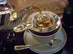 the proper way to pour tea