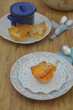 Vasitos de crema de pimientos con brocheta de gambones