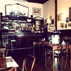 Café Brasilero. El bar más antiguo de Montevideo, data de 1877. Montevideo's oldest bar, opened in  1877.