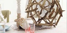 DIY driftwood decor ideas for a sea-inspired home decor Wood Hooks, Diy Hooks, Beach Crafts, Diy Crafts, Ocean Room, Driftwood Projects, Fun Crafts For Kids, Nature Crafts, Wooden Crafts