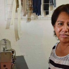 Les presentamos a una colaboradora nueva de Recrear, ella es la encargada de confeccionar las piezas de Querétaro  Su nombre es Nelly y sus primeros conocimientos sobre costura los adquirió viendo a su mamá trabajar en una máquina de pedal.  Conoce su historia completa en el blog Recrear.