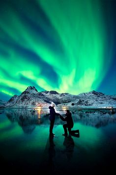 This photographer captured his own proposal under the Northern Lights, and the photos are absolutely stunning!