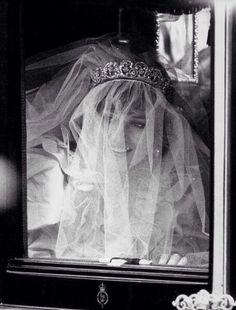 Diana Charles And Diana Wedding, Princess Diana Wedding, Princess Diana Fashion, Princess Diana Pictures, Princess Diana Family, Princess Of Wales, Princess Kate, Jessica Stam, Royal Wedding Gowns