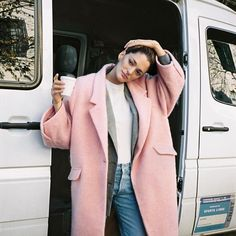 Así de guapa luce chufy para Mang Oded  en las bonitas calles de Buenos Aires . . . #trendencias #mango #pink #lookoftheday #instastyle #instafashion #moda #fashion #trend #tendencias #shopping #abrigo