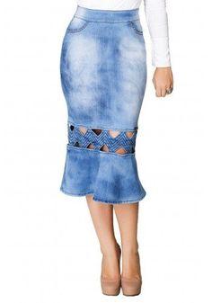 saia midi jeans azul com recortes industriais e tachinhas nos bolsos detalhe1 dyork via evangelica Jeans Dress, I Dress, Denim Skirt, Fashion Sewing, Denim Fashion, Types Of Skirts, Recycled Fashion, Fashion Dresses, Clothes