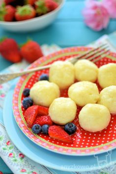 Dumplings with Cottage Cheese. Dumplings with cottage cheese and semolina (in Polish with translator) Milk Recipes, Cottage Cheese, Dumplings, Fruit Salad, Vegetarian, Dishes, Cooking, Healthy, Breakfast
