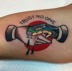 old school ink traditional tattoo snake Trendy Tattoos, Tattoos For Guys, Tattoos For Women, Cool Tattoos, Tatoos, Neotraditionelles Tattoo, Tattoo Fonts, Tattoo Quotes, Snake Tattoo