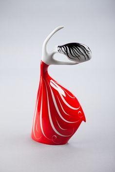 Figurka z najnowszej kolekcji stworzonej przez Lubomira Tomaszewskiego, przedstawiającej rozstańczone kobiety, uchwycone w ruchu. Wyjątkowość nowych projektów przedstawiających kobiety, polega na odejściu od statycznych form pzredstwiających...
