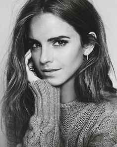 moodatlas:  Emma Watson ELLE Spain October 2015  Somehow Emma Watson is managing to look even more stunning as time passes.