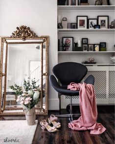 In my living room - How to decorate long and narrow rooms? Narrow Rooms, Narrow Living Room, Living Room Mirrors, My Living Room, Home And Living, Living Room Decor, Living Spaces, Modern Living, Large Gold Mirror