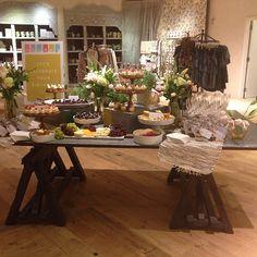 """A lovely #birthday #desserttable with @marisrose2 @anthropologie #anthroevents #anthroplogie #anthrolove #aventura #lespetitssucres #desserts"""