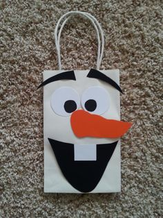 Olaf from Frozen Party Favor/Gift/Goodie Bags by PartyRockinEvents. This would make a cute Christmas gift bag, too. Olaf Birthday Party, Olaf Party, 4th Birthday Parties, Snowman Party, 7th Birthday, Birthday Ideas, Frozen Party Favors, Frozen Birthday Party, Frozen Disney