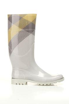 Burberry Big Scale Check Rain Boots In Dove Gray