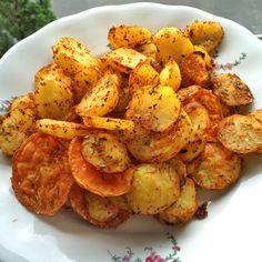 Dieses Rezept für fettarme Kartoffelecken aus dem Ofen ist im Handumdrehen gezaubert. Ganz ohne Öl sind die Kartoffelecken auch noch echt gesund!