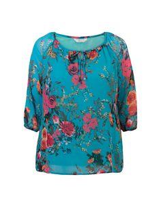 Blauwe gebloemde blouse met driekwart mouwen en een V-hals met koord. #missetam