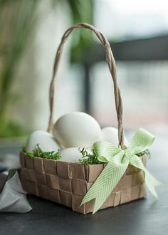 Make this DIY Easter basket with your paper grocery bags.