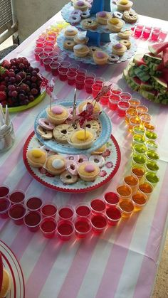 Easy DIY Movie Night Food Ideas at Home with the Kids Jelly shots for movie night Mexican Birthday Parties, Sleepover Birthday Parties, Mexican Party, Fiesta Theme Party, Neon Party, Candy Party, Popular Candy, Jelly Shots, Night Food
