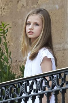 Princess Leonor Photos Photos - Princess Leonor of Spain poses for the photographers during the summer photocall at the Marivent Palace on July 31, 2017 in Palma de Mallorca, Spain. - Spanish Royals Summer Photocall in Palma de Mallorca