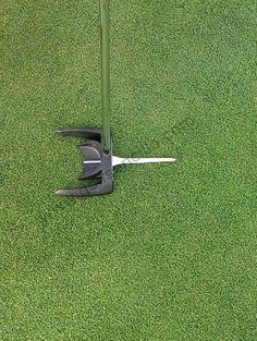 ¿Tienes problemas con la puntería del putt? ¿Seguro que apuntas al agujero? ¿Quieres comprobarlo? Entra en http://www.golfsencillo.com/clasesdegolf/donde_apunta_mi_putt.php