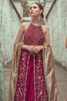 Velvet zardoze worked shirt and lehnga. It is paired with a tissue zardoze worked dupatta. Indian Bridal Lehenga, Pakistani Bridal Dresses, Red Lehenga, Pakistani Outfits, Lehenga Choli, Anarkali, Pakistani Mehndi Dress, Shadi Dresses, Sharara