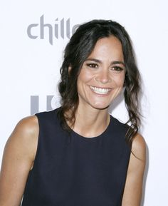 Pin for Later: 10 Things You Need to Know About the New Queen of the South, Alice Braga She Speaks Three Languages She Alice speaks fluent Portuguese, Spanish, and English — and you'll be able to hear some of her Spanish skills on Queen of the South.