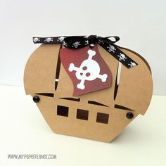 Kraft Brown Pirate Boat gift boxes. Birthday party, gifts, favors. Pirate theme goody bags, loot boxes, gift tags.