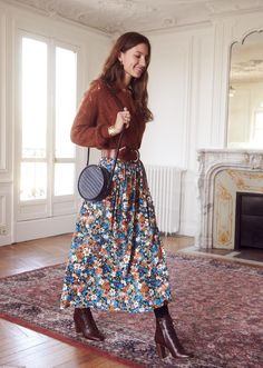 33 Cute Maxi Skirt Outfits for Summer To Impress Everybody Women Style Cute Maxi Skirts, Maxi Skirt Outfits, Summer Maxi Skirts, Dress Summer, Maxi Skirt Outfit Summer, Printed Skirt Outfit, Maxi Skirt Winter, Printed Maxi Skirts, Midi Skirts