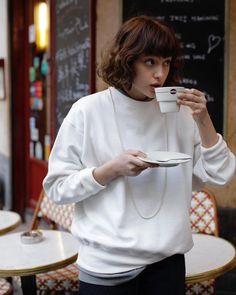 """FUDGE / ファッジ on Instagram: """"STANDARD FRENCH STYLE' フレンチガールのミニマルでお洒落な毎日 いつもお洒落なのに、ワードローブはミニマルという噂のパリジェンヌ。 .…"""" Quirky Fashion, Colorful Fashion, Grunge Fashion, Love Fashion, Paris Fashion, Girl Fashion, Winter Fashion, Fashion Outfits, Womens Fashion"""
