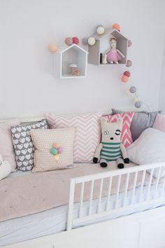 Inspiration: Ikea Hemnes Daybed pimpen – Mother's Finest – Baby Room 2020 Baby Nursery Diy, Baby Nursery Themes, Baby Bedroom, Girls Bedroom, Ikea Hemnes Daybed, Girls Daybed, Ikea Baby, Parents Room, Fashion Room