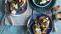 Baked Herbed French Toast with Garlic Mushrooms Garlic Recipes, Oven Recipes, Brunch Recipes, Brunch Ideas, Breakfast Ideas, Stuffed Mushroom Caps, Stuffed Mushrooms, Stuffed Peppers, Sbs Food