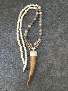 Bohemian Accessories, Bohemian Jewelry, Beaded Jewelry, Jewelry Necklaces, Beaded Necklace, Deer Antler Jewelry, Crea Cuir, Collar Hippie, Schmuck Design