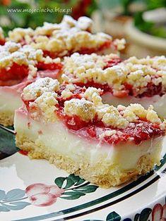 Kruche ciasto z budyniem i truskawkami Baking Recipes, Cake Recipes, Dessert Recipes, Polish Desserts, Carrot Cake Cheesecake, Strawberry Desserts, Sweet Cakes, Love Food, Sweet Recipes