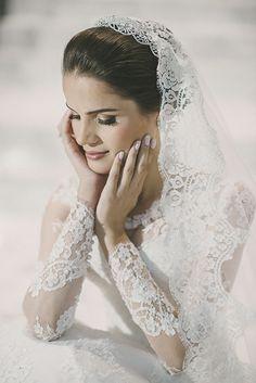 Vestido do Atelier Marie Lafayette escolhido por Paula. O casamento de Paula e Ian foi publicado no   Euamocasamento.com, e as fotos são de Renata Xavier.   #euamocasamento #NoivasRio #Casabemcomvocê